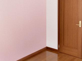 内装リフォーム 部屋を2つに分け、娘の部屋をピンクアクセントのかわいいお部屋に
